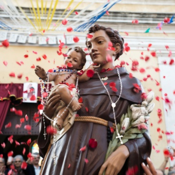 Saint Anthony statue in procession (photo Digital Photonet Arbus)